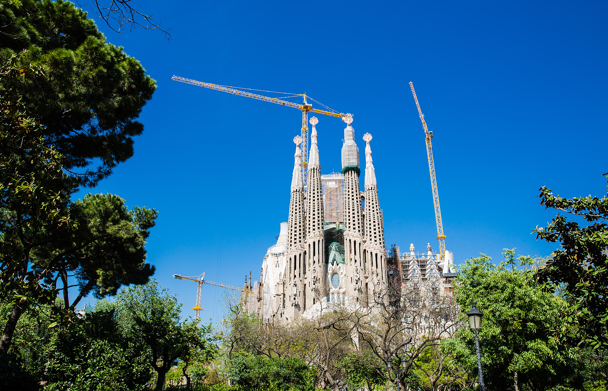 the sagrada famlia essay La sagrada familia has been called both the most inspirational and most  controversial building in modern architecture in this lesson, we'll.